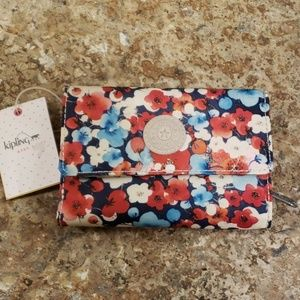 Kipling Holly dreams floral trifold wallet